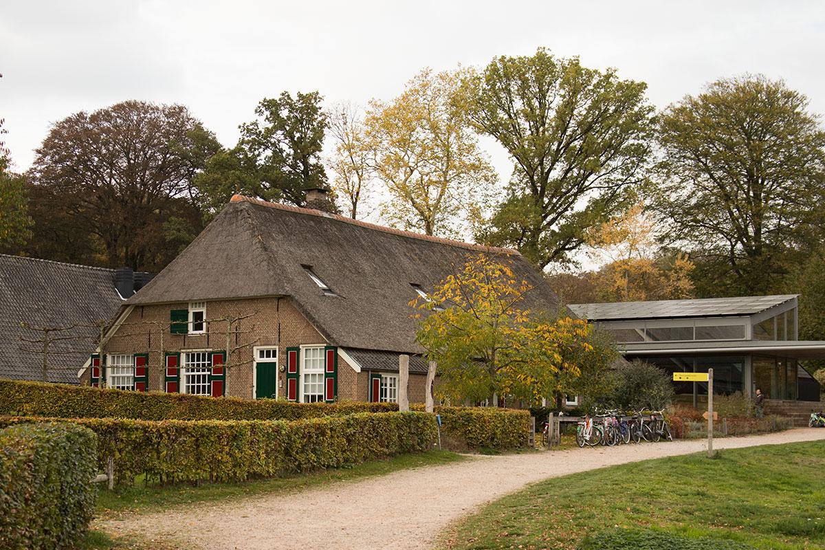 Voormalige boerderij behorende bij landgoed Heuven