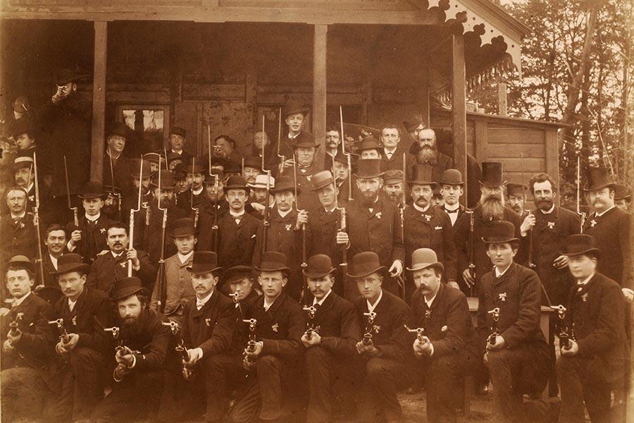 Schietvereniging Velp-Rozendaal voor de schietbaan 1889, bron: Gelders Archief