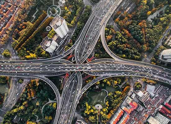 Steeds meer snelweg maakt het klimaatprobleem alleen maar groter.