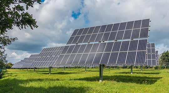 Meer en grootschaliger gebruik van zonne-energie.
