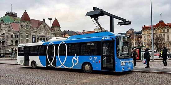 Meer en duurzaam openbaar vervoer kan een belangrijke bijdrage leveren.